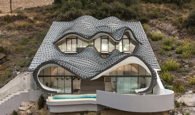 8 ngôi nhà độc đáo 'neo mình' trên những địa hình tưởng như không ai xây nổi