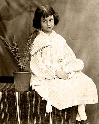 Cô và em gái Edith (sinh năm 1854) rất thân thiết với nhau. Frederick, một  người em khác của cô (sinh năm 1865) sau này đã trở thành luật sư và một  công ...