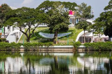 Trường mẫu giáo Bến Tre với hệ mái cỏ độc đáo được tạp chí nước ngoài khen ngợi