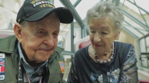 Image result for Cuộc hội ngộ xúc động của cựu chiến binh Mỹ và mối tình đầu sau 75 năm