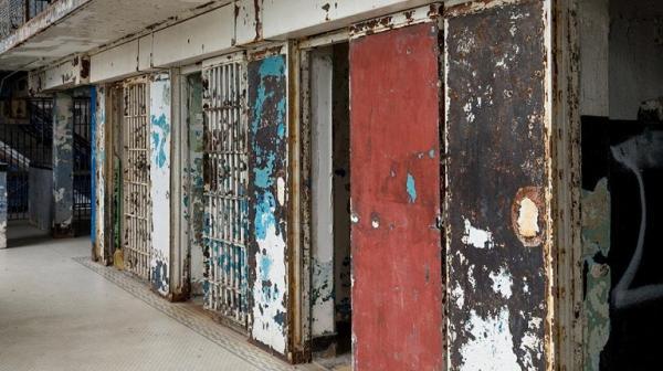 Hình ảnh những nhà tù bị bỏ hoang rùng rợn như trong phim kinh dị