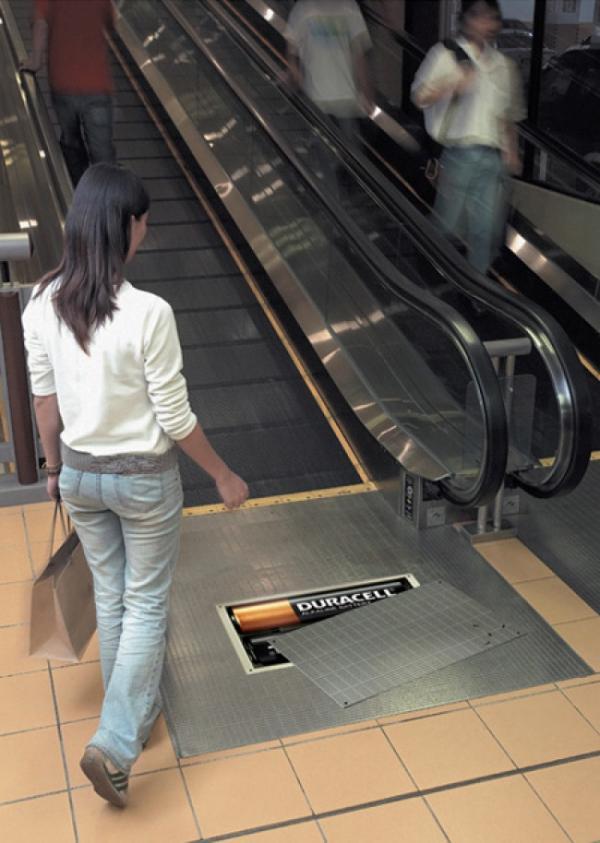 Ngả mũ thán phục trước những bậc thầy quảng cáo trên thang cuốn