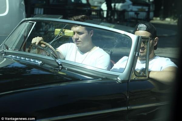 Chỉ nghiện xăm hình, mê xế hộp, tuổi trẻ của cậu ấm Brooklyn Beckham cứ mãi lông bông vậy sao?