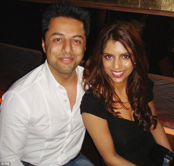 0549e23600000514 6015765 dewani and his wife anni pose happily for the camera before she a 2 1533306147174