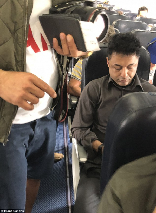 4ec517c600000578 6015765 dewani seated right on the plane to ibiza last week to enjoy a h a 3 1533294444575