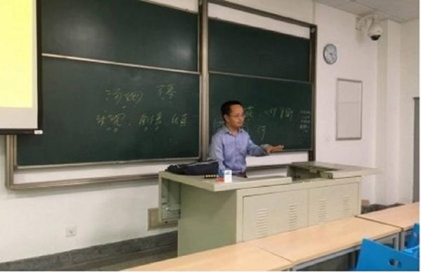 Ngầu như giáo sư Trung Quốc: Chi gần 15,6 triệu đồng đi taxi cho kịp giờ đến lớp