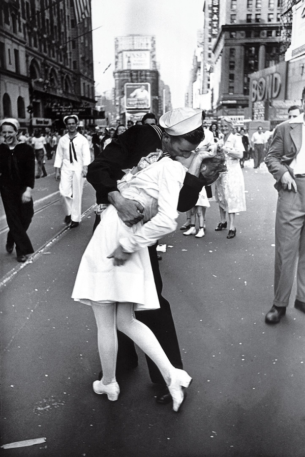 time 100 influential photos alfred eisenstaedt v j day times square 38