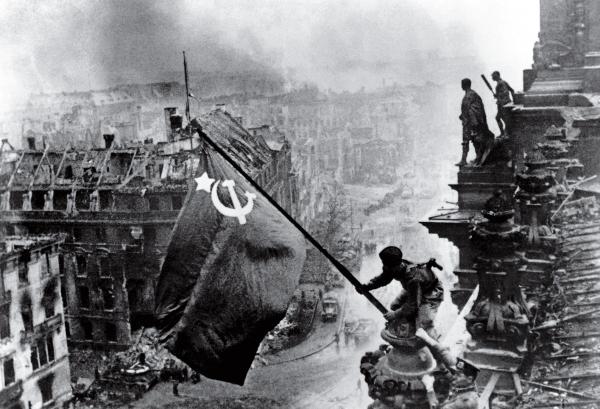 time 100 influential photos yevgeny khaldei raising flag reichstag 36