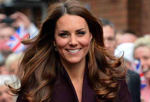 10 awkward ways the queen is mad with kate middleton 1