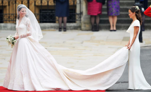10 awkward ways the queen is mad with kate middleton 9