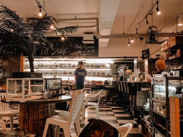 reptile cafe in osaka japan