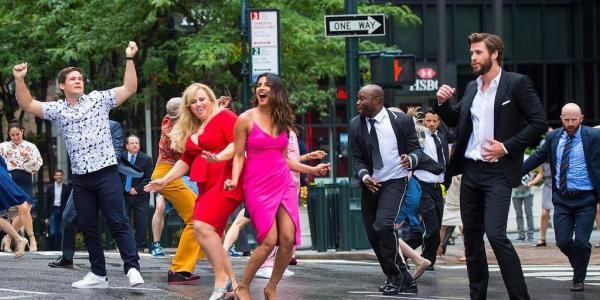 'Isn't It Romantic': Đừng kì thị người sến, nếu không muốn có ngày bị 'sến quật' như cô nàng Natalie