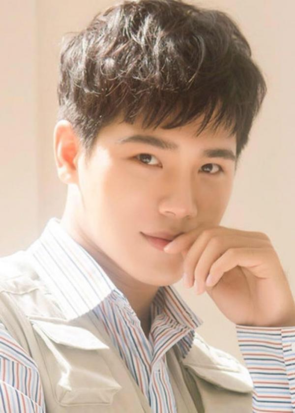 Lộ diện Dũng hotboy đào hoa của 'Mắt Biếc': Hoá ra là bác sĩ Quang trong 'Hậu Duệ Mặt Trời'