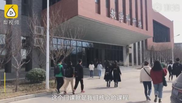 Sinh viên Trung Quốc cuống cuồng kết bạn với 1.000 người trên WeChat để qua môn kiểm tra