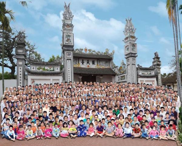 Phục sát đất tinh thần ghép ảnh kiên trì cho đại gia tộc có hơn 300 người