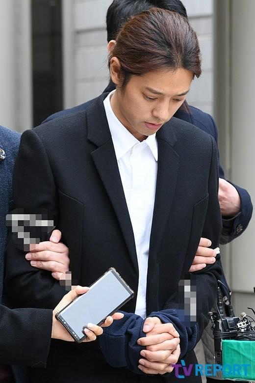 Fangirl số nhọ nhất vũ trụ: Một thời si mê Jung Joon Young nên đem hẳn idol vào ảnh kỉ yếu