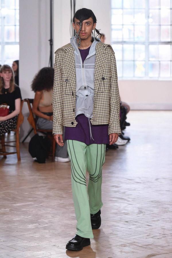Style ngày nắng của các cụ ông Hàn Quốc khiến nhà thiết kế thời trang nổi tiếng cũng phải sửng sốt