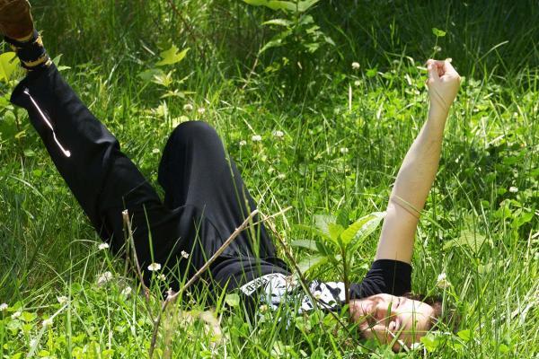 Người may mắn nhất thế gian: Hái được 228 cây cỏ bốn lá trong 2 giờ