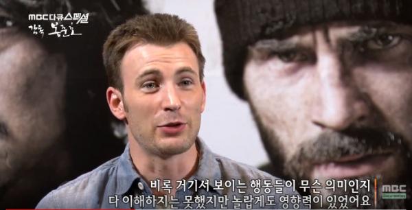 Captain America bị sốc văn hóa: Sang Hàn quỳ lạy một chiếc máy tính bảng mà chẳng hiểu mô tê gì