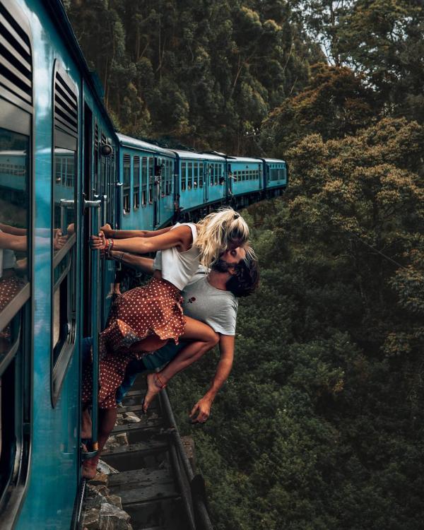 Cặp vợ chồng nổi tiếng trên Instagram bị chỉ trích với loạt hình âu yếm vô cùng nguy hiểm