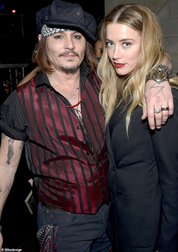 Sau lùm xùm tình ái, Johnny Depp chuyển sang chơi nhạc rock và hẹn hò người mẫu Nga