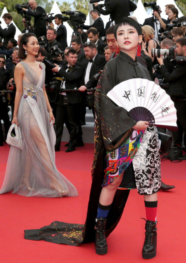 Những người đẹp vô danh xứ Trung và trào lưu chi tiền tỷ để 'ăn chực' hào quang thảm đỏ Cannes
