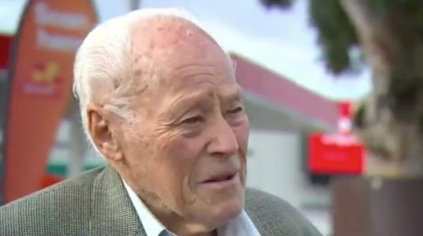 Cụ ông 94 tuổi dùng súng trường và hơn 50 năm cuộc đời để bảo vệ cổ thụ 300 tuổi ở Úc