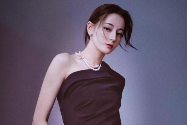 Truyện của Cố Mạn chuyển thể: Nữ chính Địch Lệ Nhiệt Ba, nam chính chọn từ show 'Sáng Tạo Doanh'?