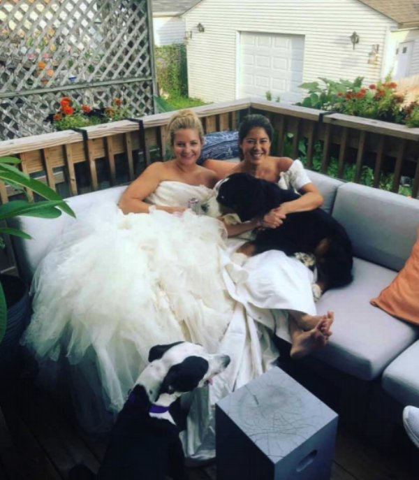 two-girls-wear-wedding-dresses-out-after-divorce0