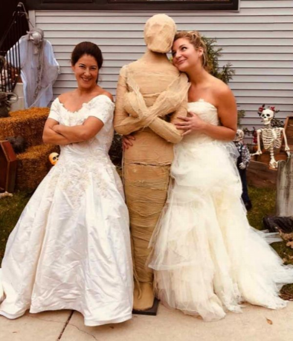 two-girls-wear-wedding-dresses-out-after-divorce2