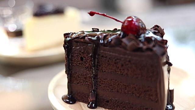 Piece Of Cake. Ý nghĩa: Dễ như ăn bánh