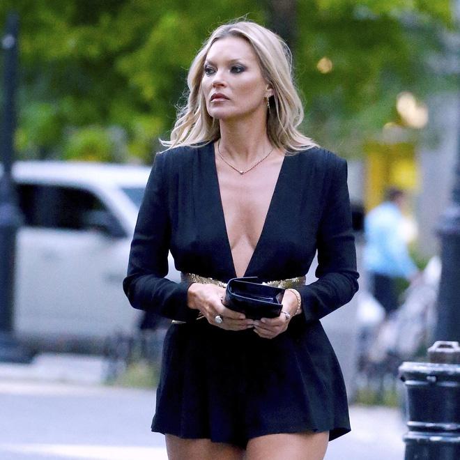 """Vậy mà, Kate Moss vẫn chẳng thể nào thoát nổi sự """"xéo xắc"""" của Stefano  Gabbana. Đây cũng phải là lần đầu tiên NTK người Ý có những phát ngôn gây  """"ngứa ... 611882d5e3"""
