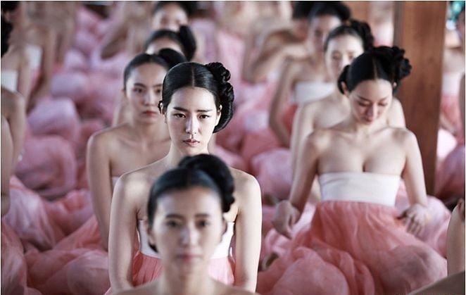 Bộ phim có sự góp mặt của Lim Ji Yeon trong Ám Ảnh Ngoại Tình. Ngay những  cảnh quay đầu đã xuất hiện cảnh nóng táo bạo, chắc chắn sẽ làm tim ...