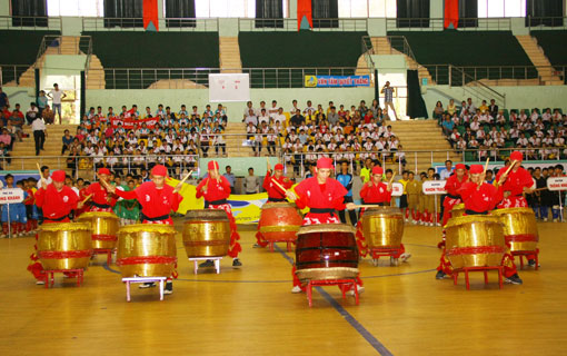 Vì sao người Việt Nam cần hình thành 'văn hóa cổ vũ bóng đá' và ngưng sử dụng kèn vuvuzela?