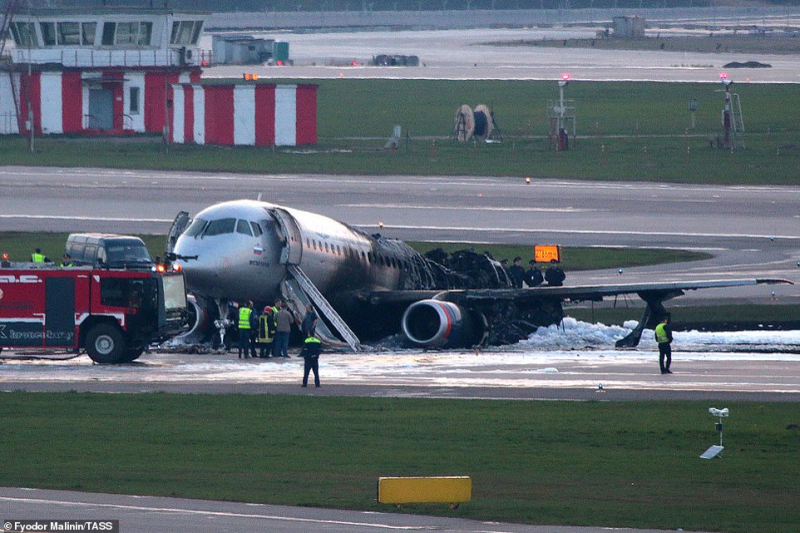 Máy bay Nga phát nổ: Người đàn ông to béo quyết lấy hành lí trong lúc sơ tán, gián tiếp khiến 41 người chết cháy