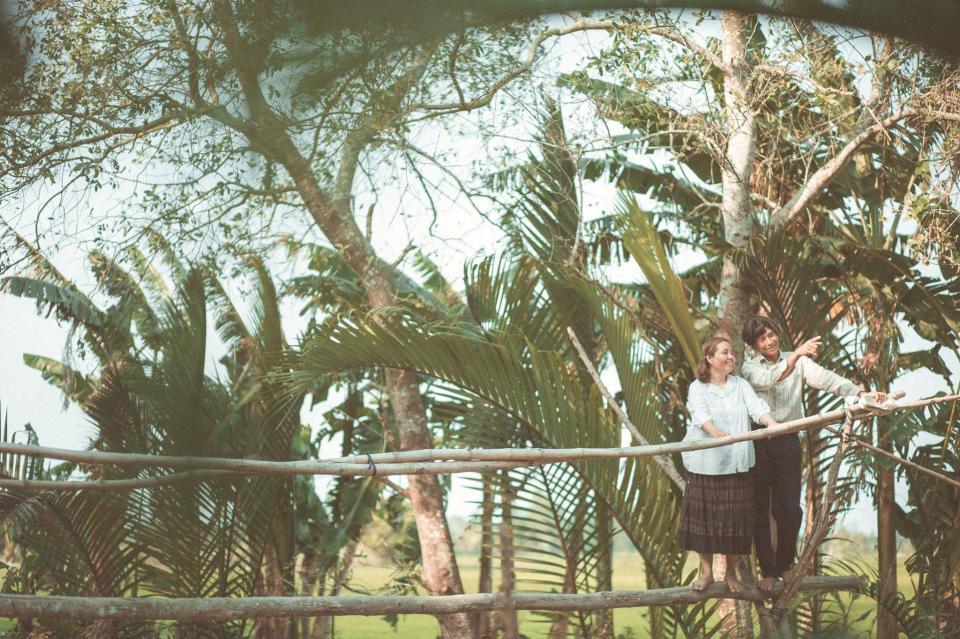 Hạnh phúc giản dị và tình yêu 'xanh mượt' trong bộ ảnh chụp đôi vợ chồng nông dân