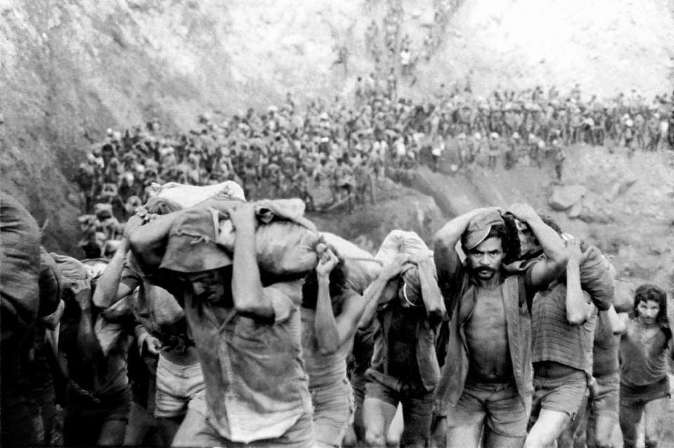 Số phận khốn khổ đến tột cùng của những người đào vàng tại Serra Pelada