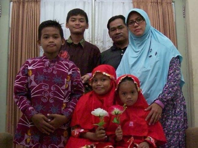 Rùng mình cả gia đình cùng đi... đánh bom khủng bố