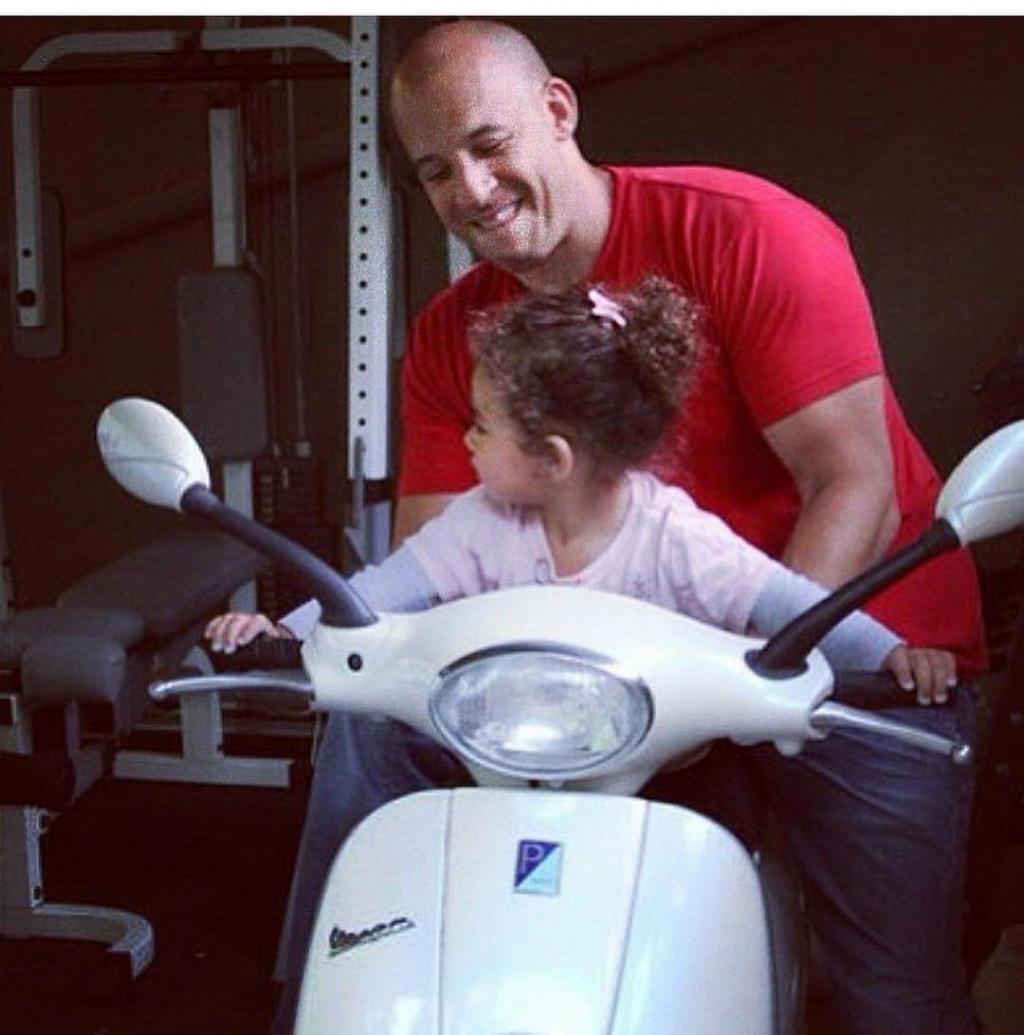 Hãy làm những điều này với cô 'công chúa nhỏ' của mình nhé các ông bố!
