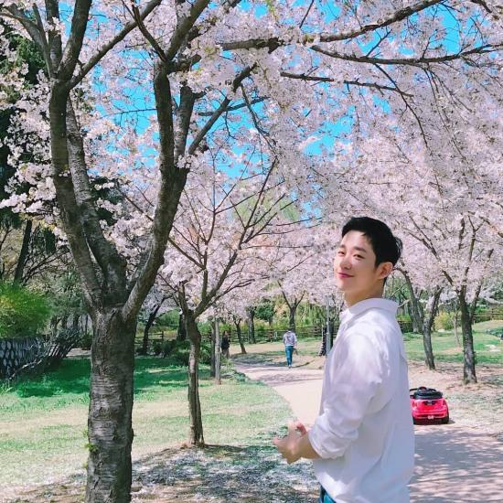 'Kẻ đánh cắp trái tim phụ nữ' Jung Hae In: Mọi thứ về anh đều hoàn hảo!