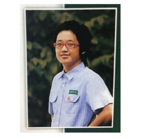 Đẹp trai như nam thần Jung Hae In cũng không dám xem lại ảnh mình thời trung học đâu!