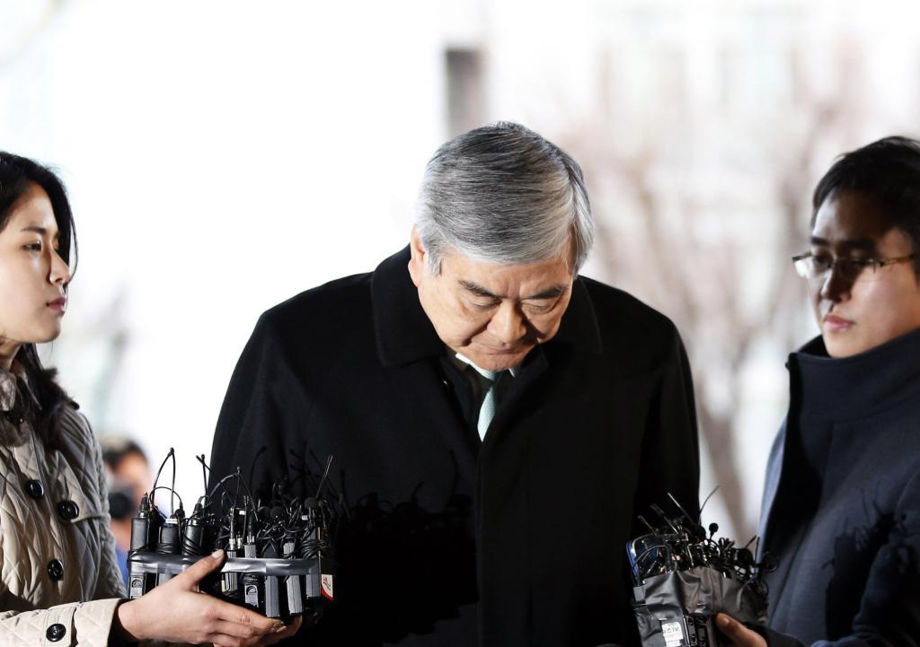 'Con làm cha chịu': Chủ tịch Korean Air cúi đầu xin lỗi, cùng lúc đuổi việc 2 cô con gái cưng