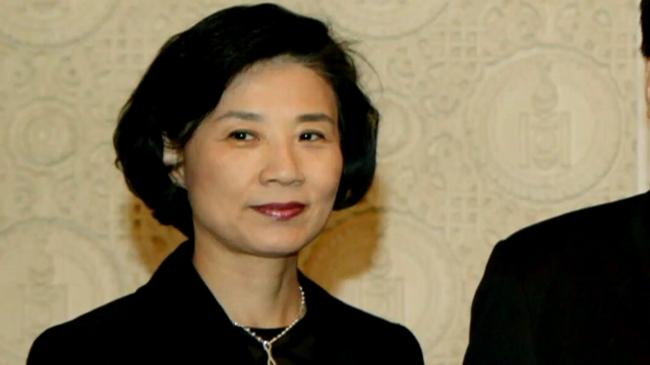 Vừa cúi đầu xin lỗi thay con gái, chủ tịch Korean Air lại 'muối mặt' vì scandal vợ tát một công nhân