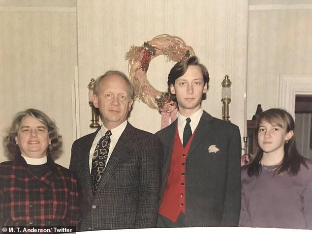 Bức ảnh Giáng Sinh của gia đình đột nhiên nổi tiếng vì sự bất thường mà không phải ai cũng nhận ra