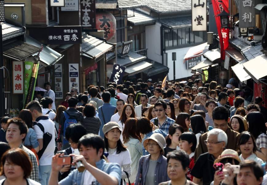 Người Nhật phẫn nộ vì vấn nạn 'kanko kogai': 'Khách du lịch làm ô nhiễm thành phố của chúng tôi!'