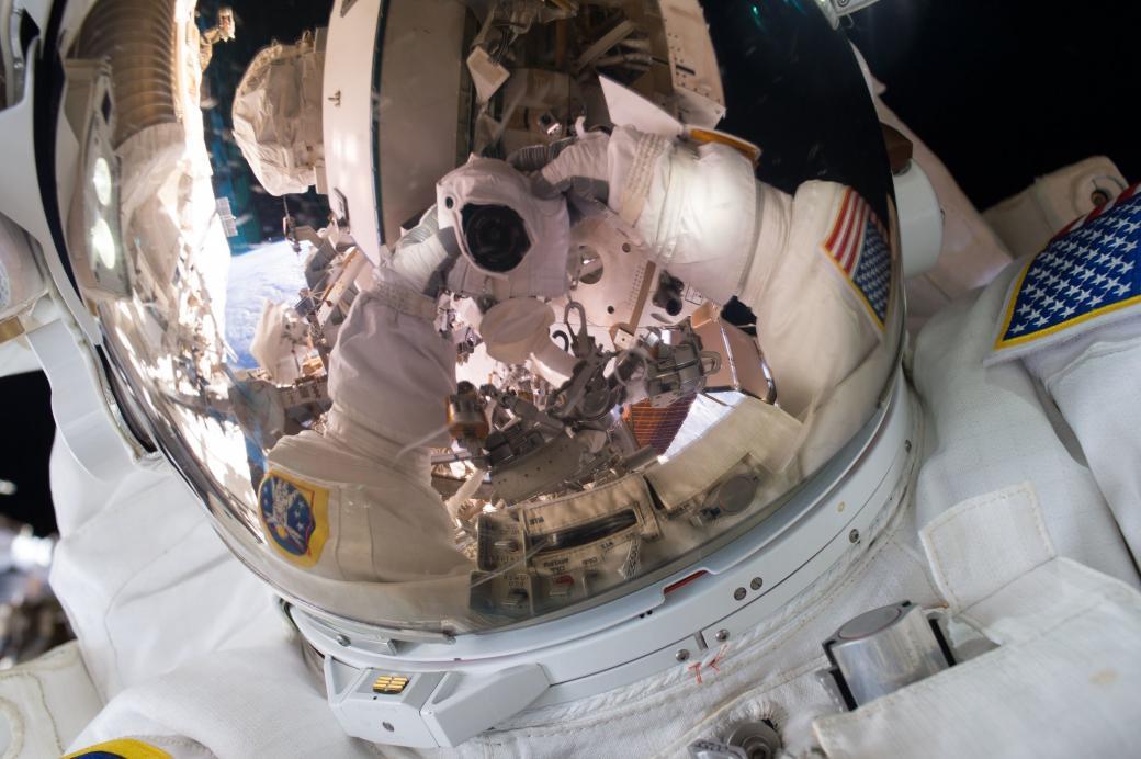 Một năm trên trạm không gian của phi hành gia Scott Kelly và bộ ảnh Trái Đất đẹp mê hồn