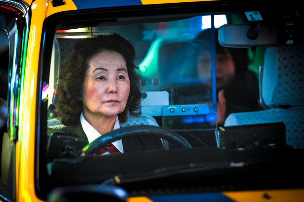 Chuyện đời của những lái xe taxi trung niên chạy xuyên màn đêm ở Tokyo