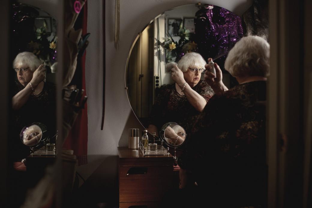 'Carol' phiên bản đời thực: Cuộc sống lén lút, cô độc của những người chuyển giới già cả tại Mỹ