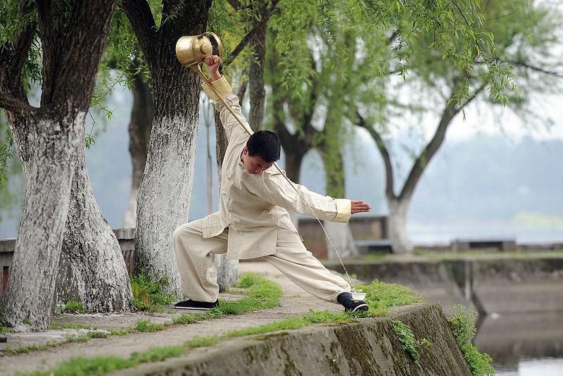 Sự giằng xé giữa truyền thống và tính biểu diễn của văn hoá 'kung fu trà đạo' tại Trung Quốc