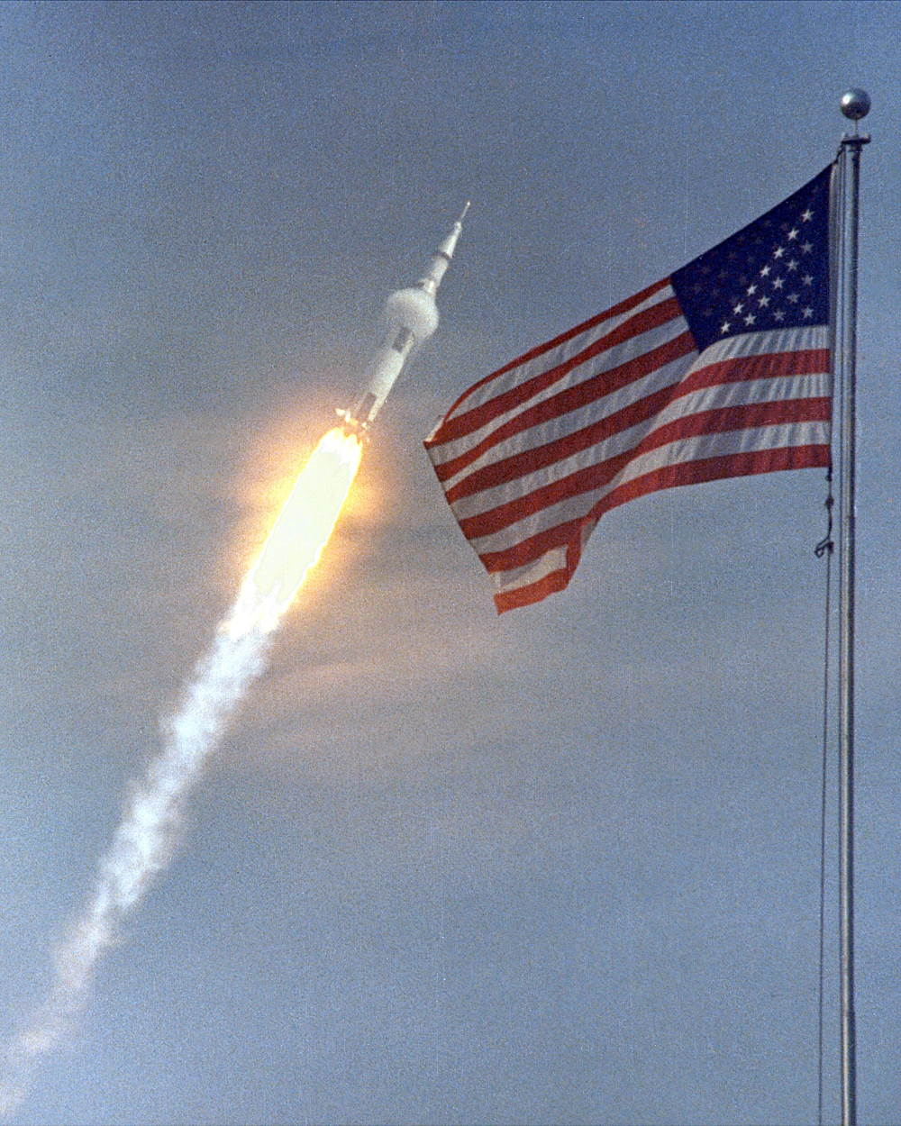 Cuộc đổ bộ lên Mặt Trăng: Thế giới từng có một Tháng Bảy vĩ đại và tràn ngập cảm xúc như thế